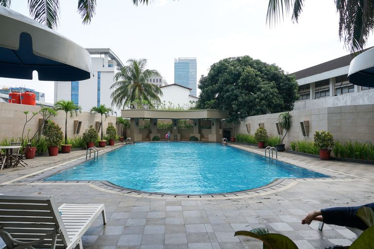 Best Location 2BR at Beverly Tower Apartment TB. Simatupang By Travelio, Jakarta Selatan