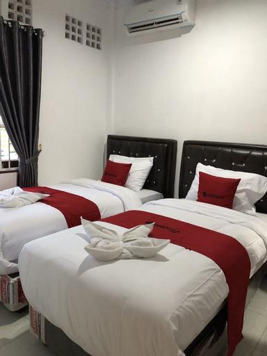 RedDoorz near CitraLand Gama City Medan, Medan
