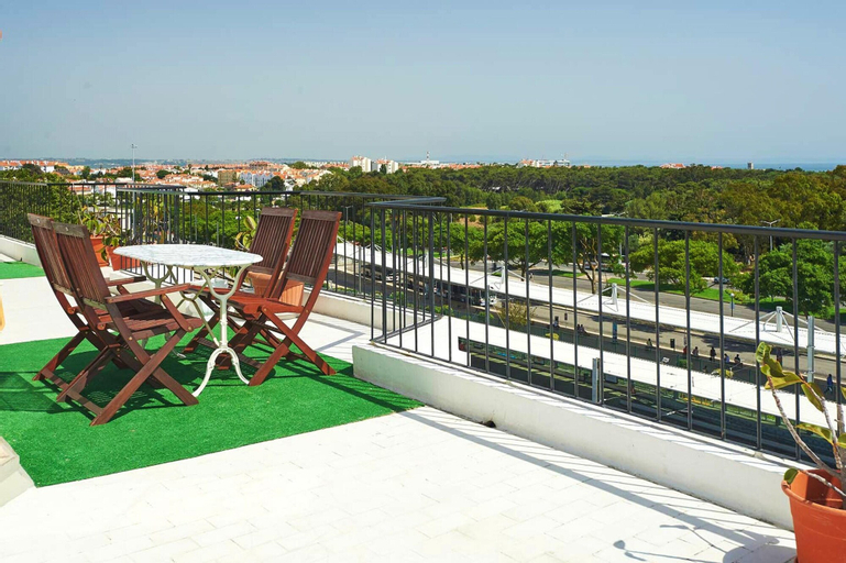 Apartment With 4 Bedrooms in Carcavelos, With Wonderful sea View, Furnished Terrace and Wifi, Cascais