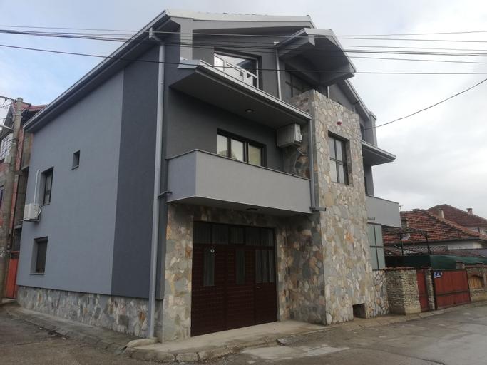 Hostel & Apartments Academy,