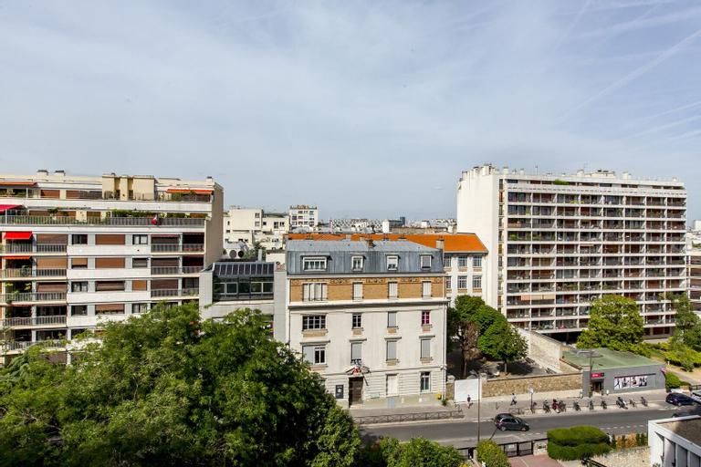 The Emerald Overlook, Paris