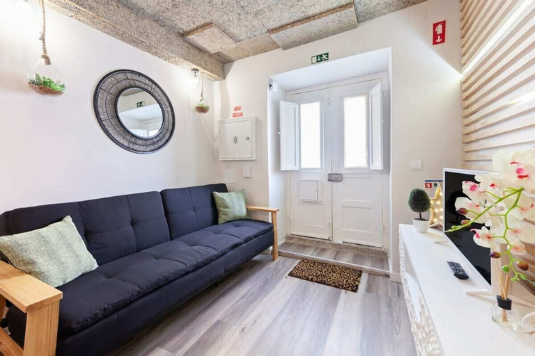 Cosy 1-bedroom Flat Sleeps 3 in St George's Castle, Lisboa