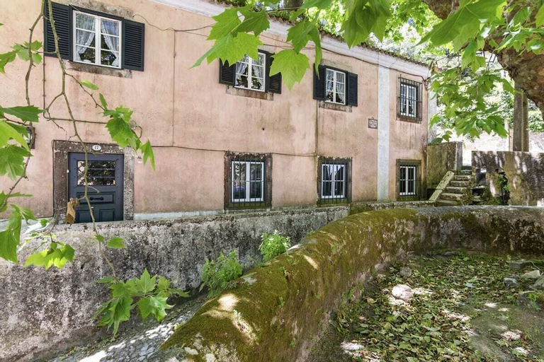 Dreamy 3-bedroom Cottage With Garden in Sintra, Sintra