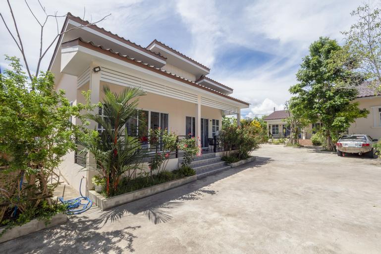 OYO 1048 Home and Garden Resort, Bang Lamung