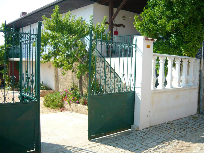 House With 4 Bedrooms in Bragança, With Furnished Terrace and Wifi - 2 km From the Beach, Macedo de Cavaleiros