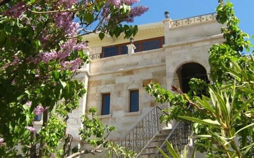 Elysée Cave House, Merkez