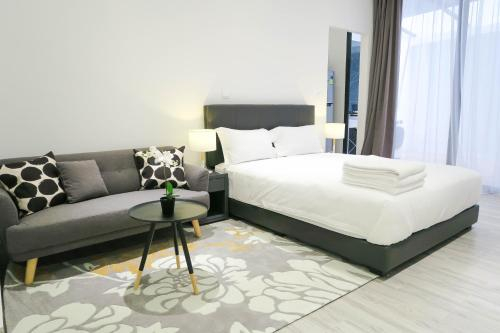 Comfy Studio 1 by ReCharge, Singapore River