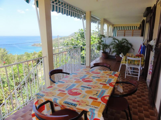 Apartment With 2 Bedrooms in Deshaies, With Wonderful sea View, Furnis, Deshaies