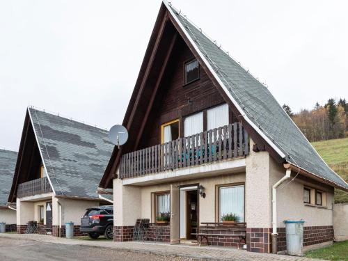 Quaint Holiday Home with Private Balcony in Trusetal Germany, Schmalkalden-Meiningen