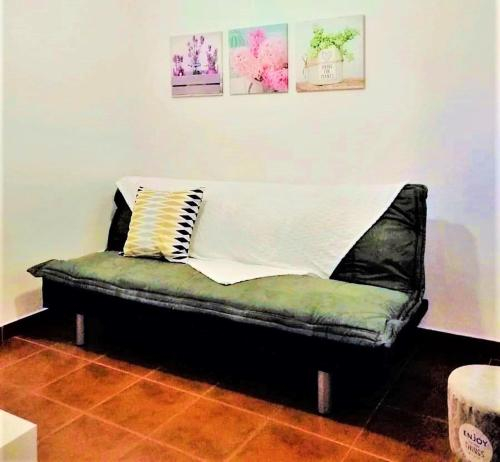Apartment with one bedroom in Almada with wonderful city view balcony and WiFi 10 km from the beach, Almada