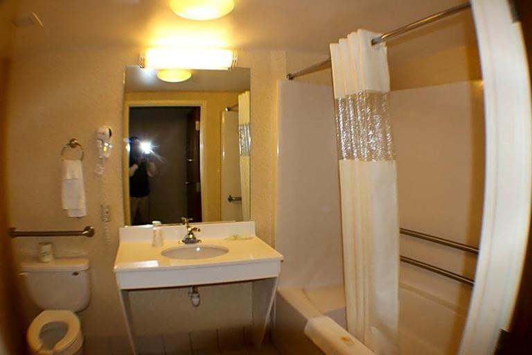 All Seasons Inn & Suites, Providence