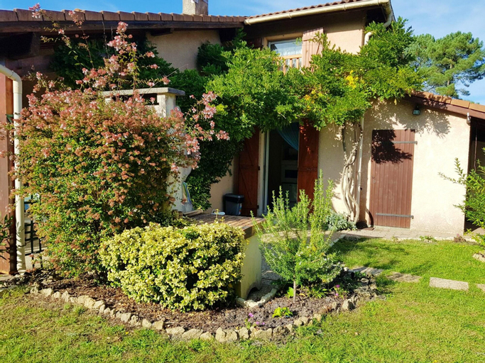 Apartment With 2 Bedrooms in Onesse-laharie, With Pool Access and Encl, Landes