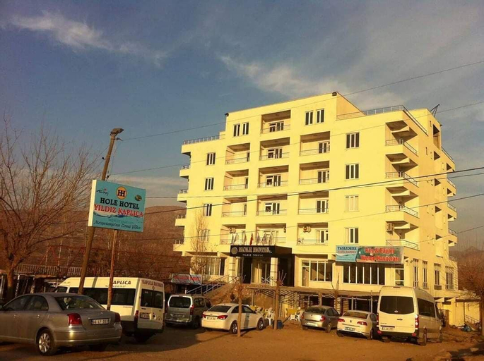 Hole Hotel, Kozluk