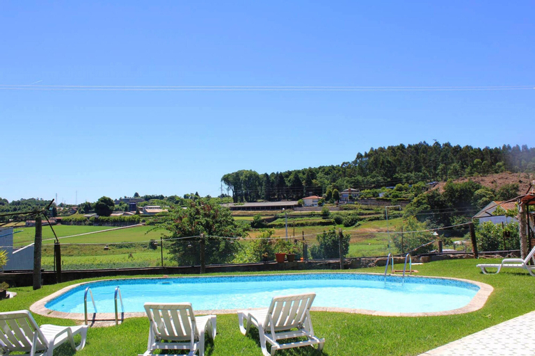 House with 2 bedrooms in Requiao with shared pool enclosed garden and WiFi, Vila Nova de Famalicão