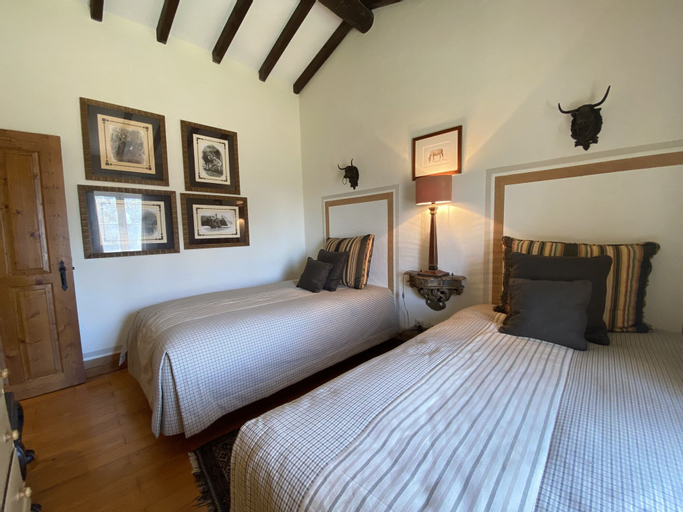 Rosa Estates: The Farmhouse & Stables, Monforte