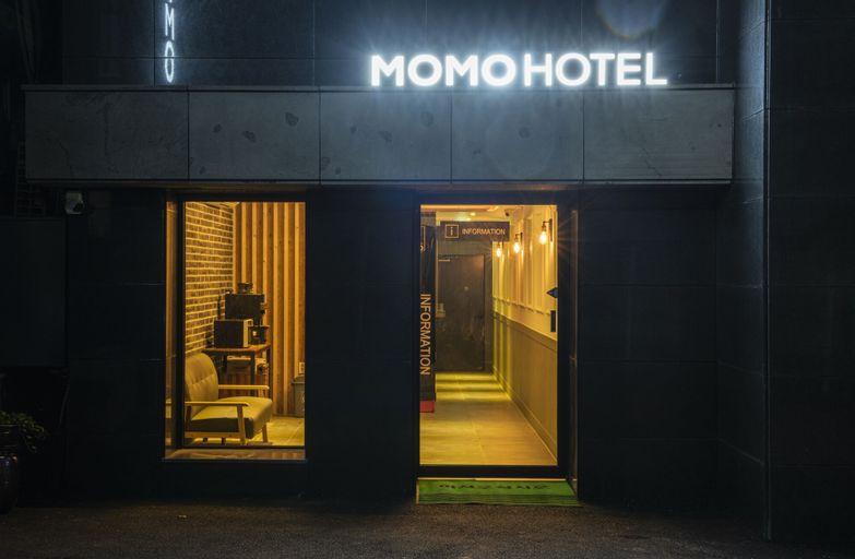 Hotel Momo, Dong