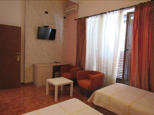 Hotel Serenity, Tiranës