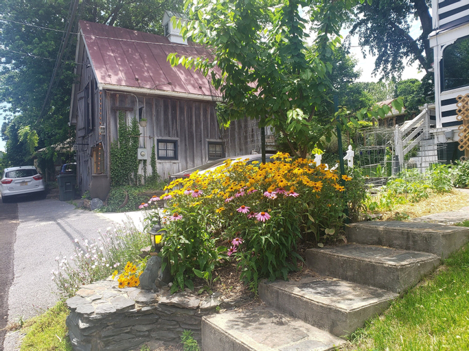 Lily Garden Bed and Breakfast, Jefferson