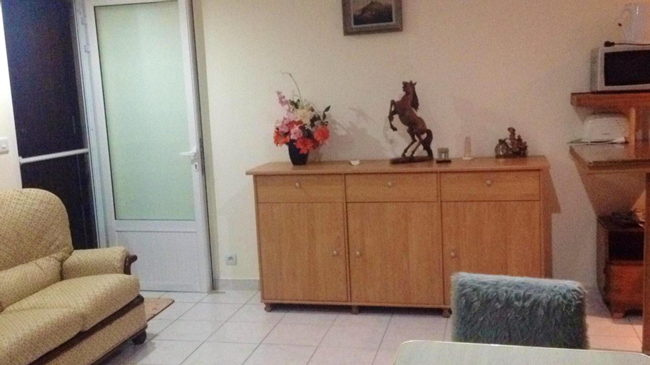 Studio in Triolet, With Enclosed Garden and Wifi - 3 km From the Beach,