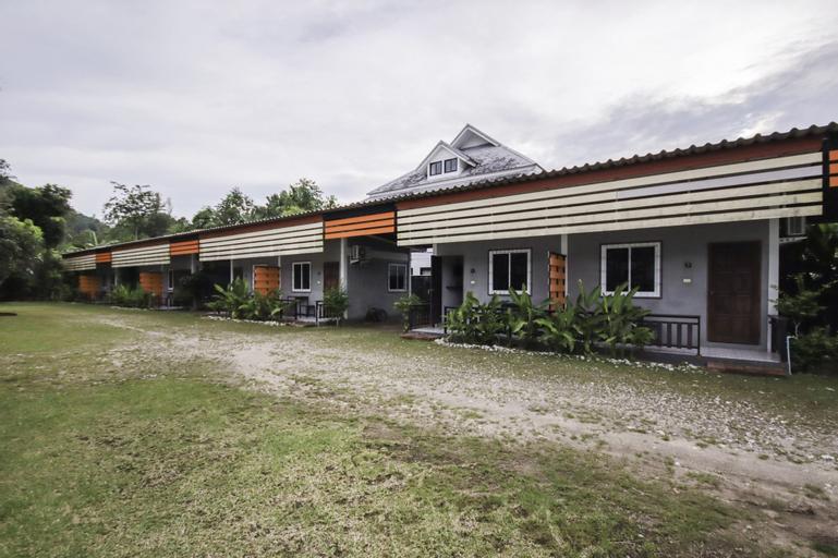 Banana Lodge, Takua Pa