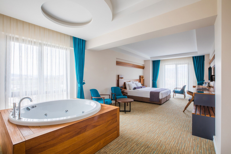 Karpalas City Hotel & Spa, Merkez
