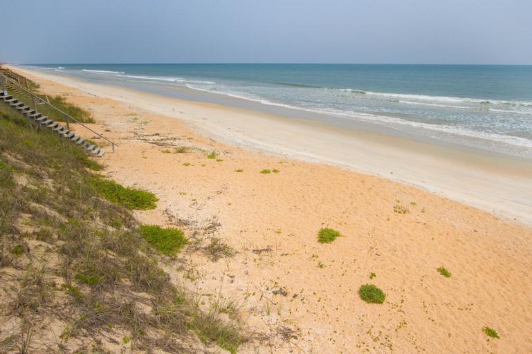 Atlantic Beach House by Vtrips, Flagler