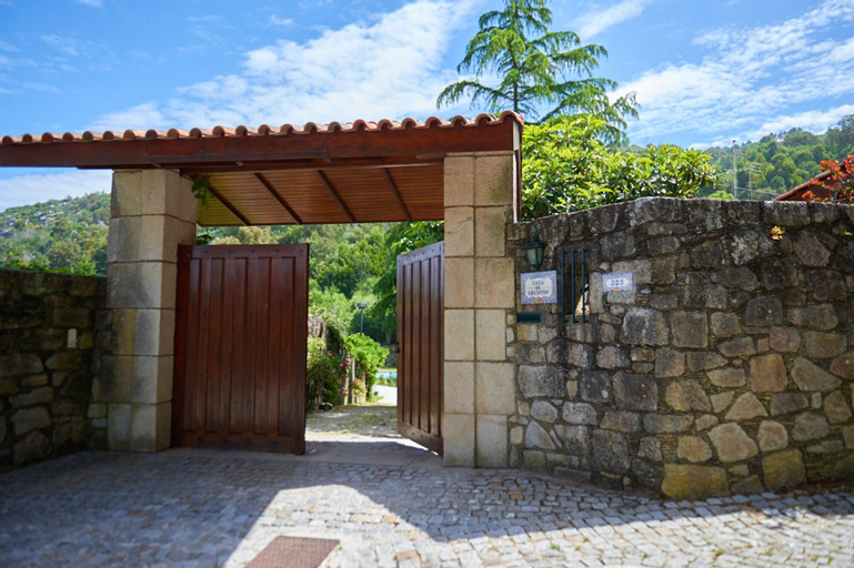House With 2 Bedrooms in Cristelo, With Wonderful sea View, Shared Pool, Furnished Garden, Caminha