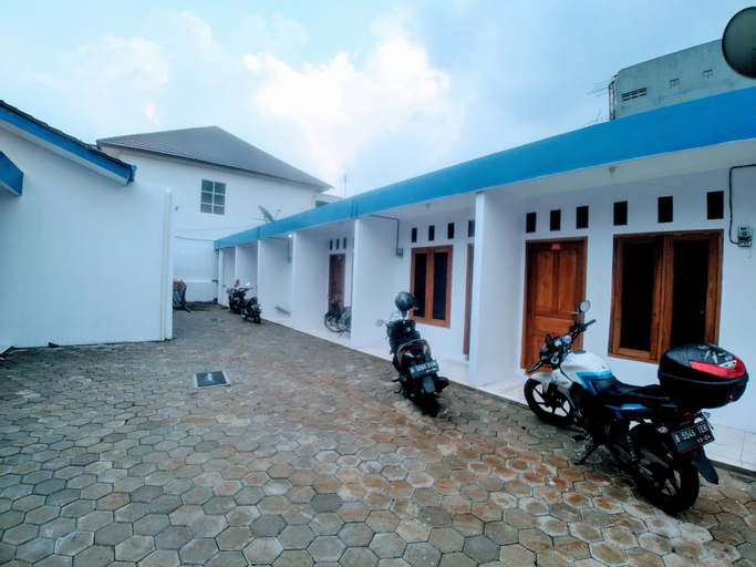 RedDoorz Syariah Plus near Jatiwarna Toll Gate, Bekasi