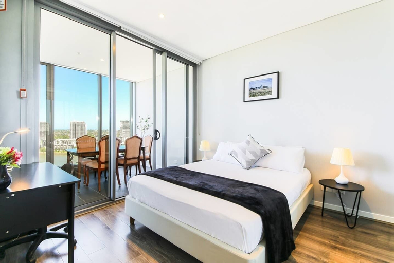 Scenic Waterfront Apartment Wentworth Point, Auburn