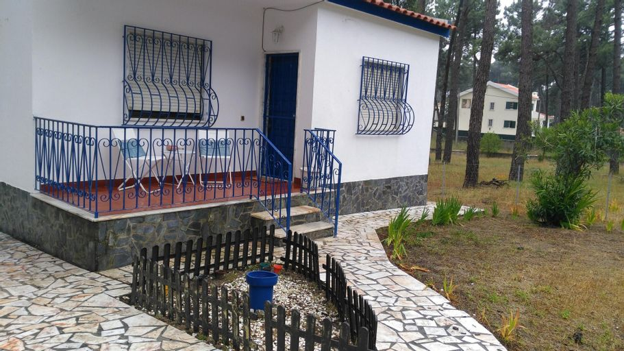 House With one Bedroom in Arieiro, With Enclosed Garden and Wifi - 2 km From the Beach, Almada