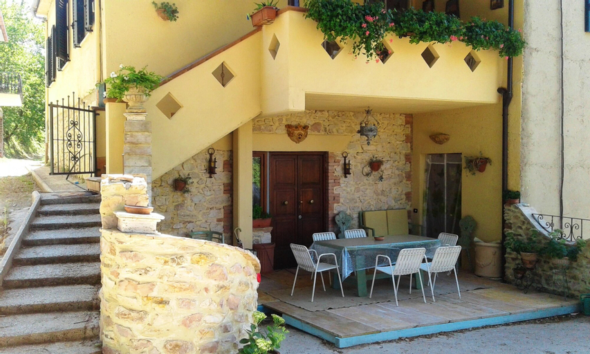 Apartment With 2 Bedrooms in Coppe, With Wonderful Mountain View, Furnished Garden and Wifi, Terni