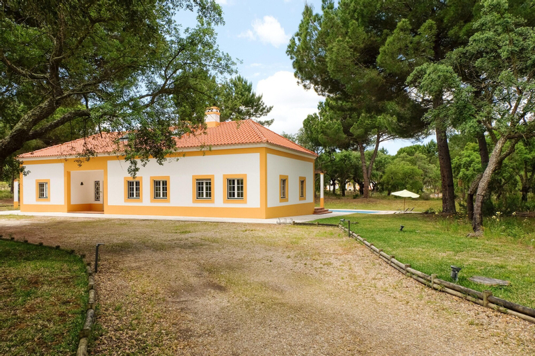 Villa With 4 Bedrooms in Comporta, With Private Pool, Enclosed Garden and Wifi - 14 km From the Beach, Alcácer do Sal