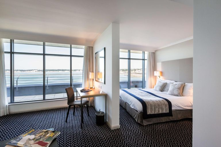 Radisson Blu Waterfront Jersey Hotel, Val-d'Oise