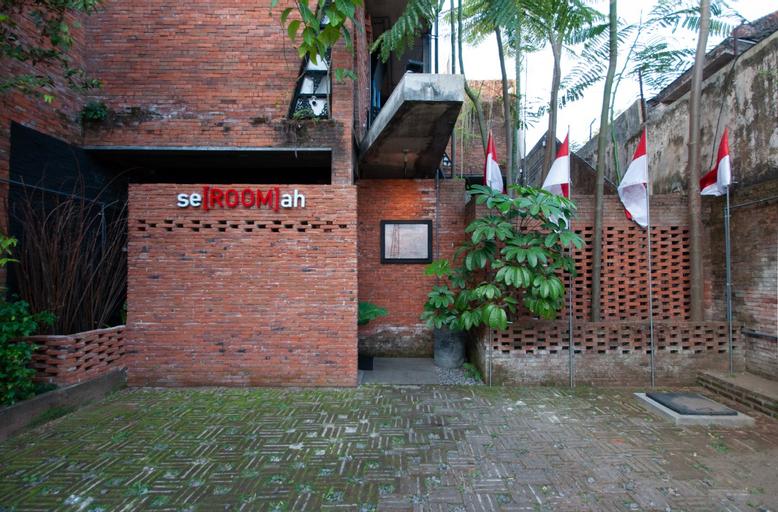 Seroomah villa gallery syariah, Malang