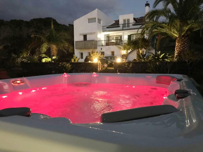 Apartment With one Bedroom in Caloura, With Furnished Terrace and Wifi, Lagoa