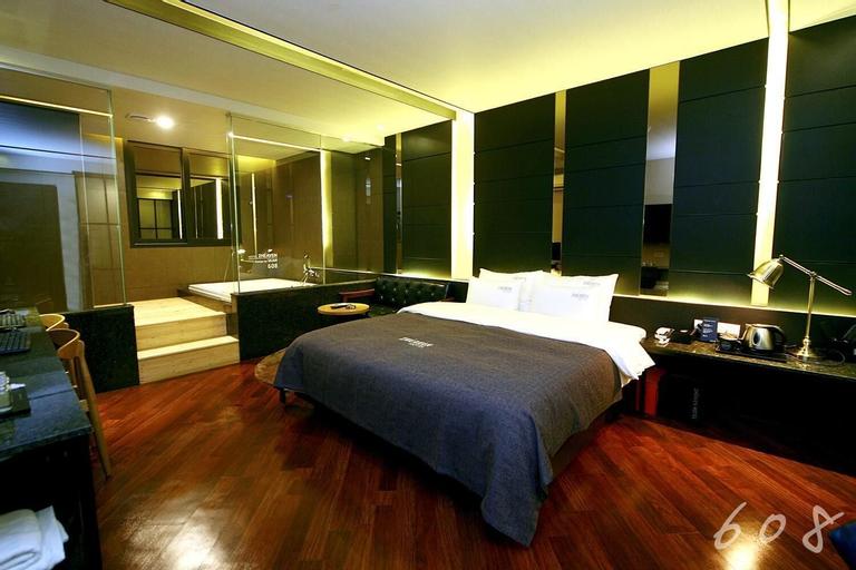 Two Heaven Hotel, Buk