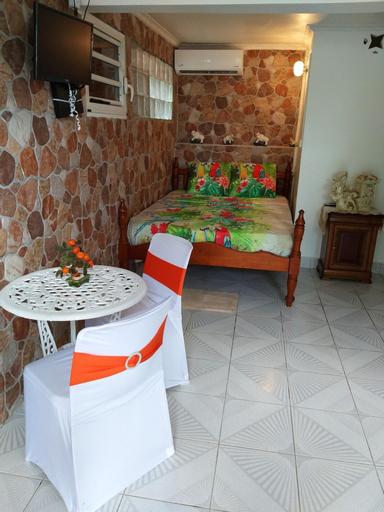Studio in Bouillante, With Enclosed Garden and Wifi, Bouillante