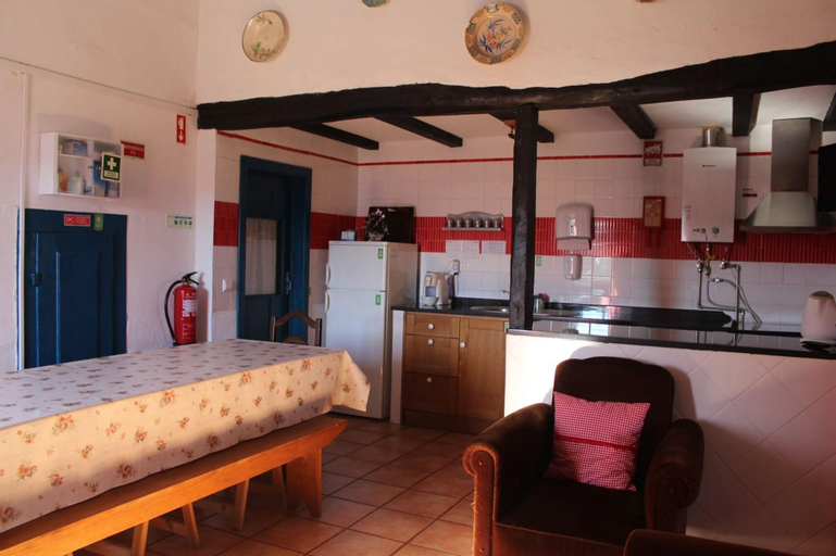 Villa With 4 Bedrooms in Castelo Branco, With Enclosed Garden and Wifi - 43 km From the Slopes, Castelo Branco