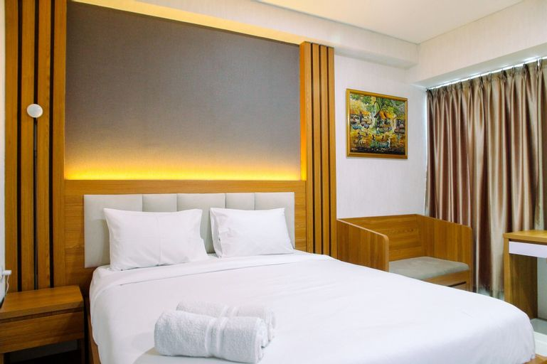 Comfy with Modern Style 1BR Grand Kamala Lagoon Apartment By Travelio, Bekasi