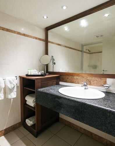 Sonesta Great Bay Beach Resort, Casino & Spa,