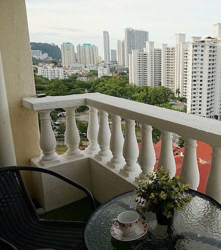 Private Suite with Balcony@Gurney, Pulau Penang
