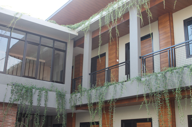 Amarilis Near Sam Poo Kong, Semarang