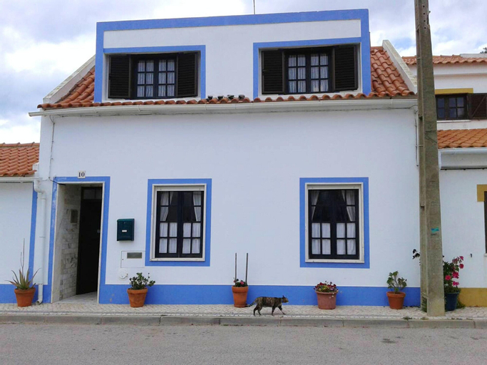House With one Bedroom in Almograve, With Wonderful sea View, Furnished Terrace and Wifi - 800 m From the Beach, Odemira