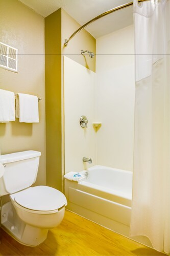 Midpointe Hotel by Rosen Hotels & Resorts, Orange