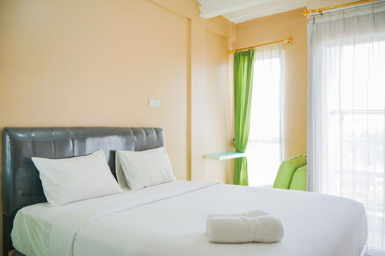 Cozy Studio Apartment at Tamansari Skylounge near Soetta Airport, Tangerang