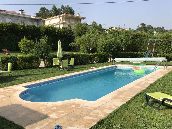 Villa With 2 Bedrooms in Lousada, With Wonderful Lake View, Private Pool, Enclosed Garden - 50 km From the Beach, Lousada
