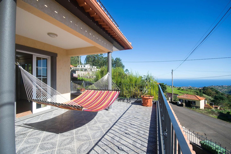 House With 4 Bedrooms in São Jorge, With Wonderful sea View, Enclosed Garden and Wifi, Santana