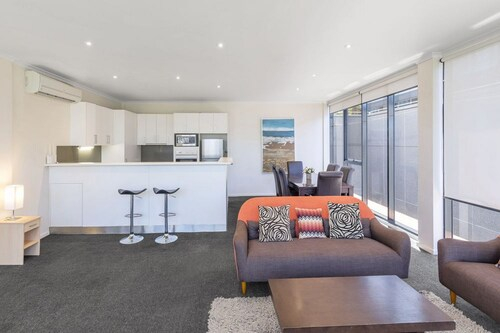 Riverside Apartments Melbourne, Melbourne