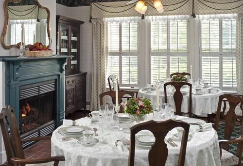 The Oaks Victorian Inn, Montgomery