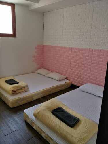 Chris House, Seongbuk